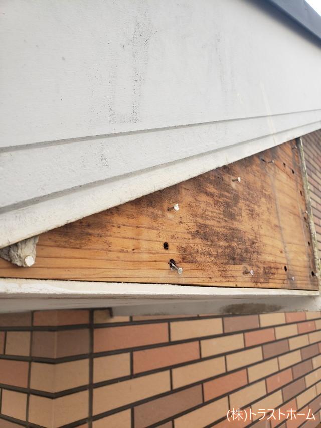 福岡市早良区破風損傷